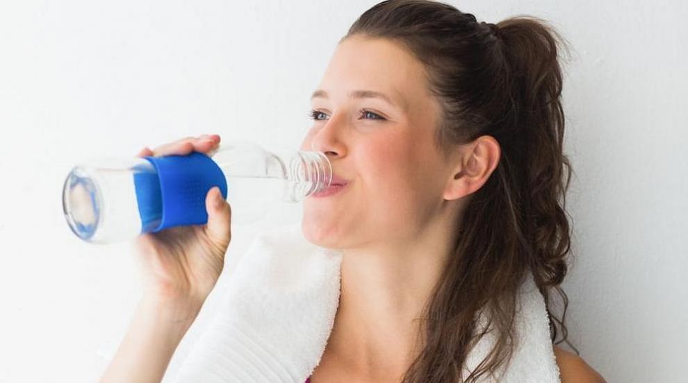 Наистина ли е полезно да пием много вода? (ВИДЕО)