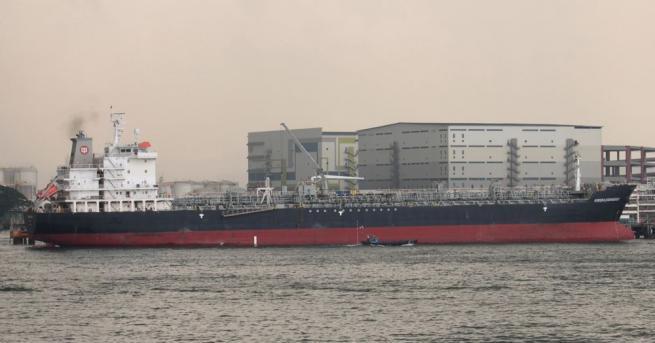 Великобритания заяви, че задържането от Иран на два плавателни съда