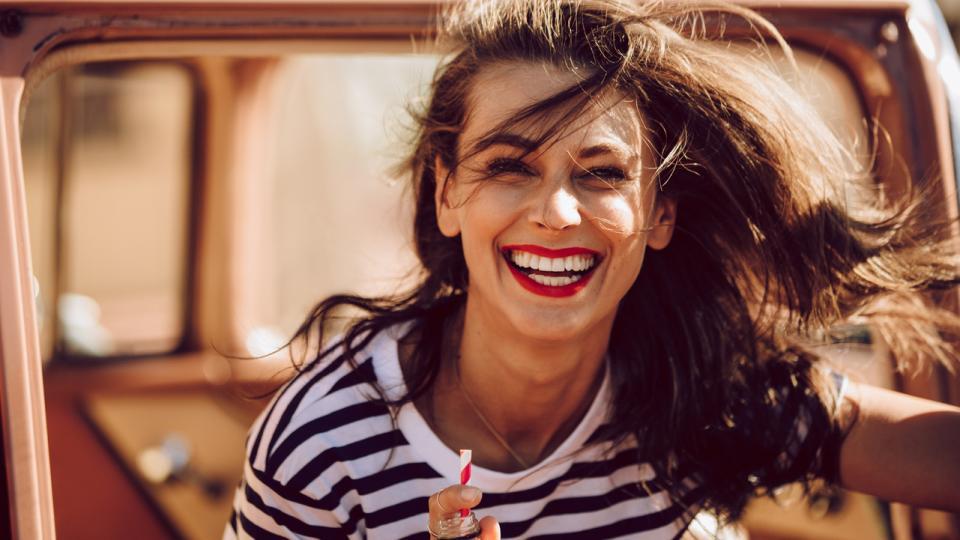 жена усмивка щастие лято