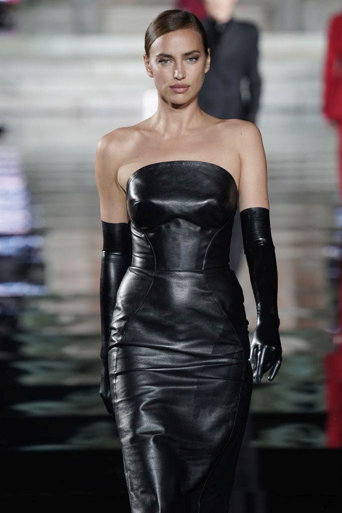 Ирина Шайк се завърна на модния подиум, след като се раздели с партньора си от четири години и баща на детето й Брадли Купър.