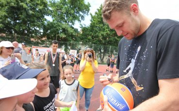Алекс Везенков специален гост на баскетболен празник на Вълци-Разград