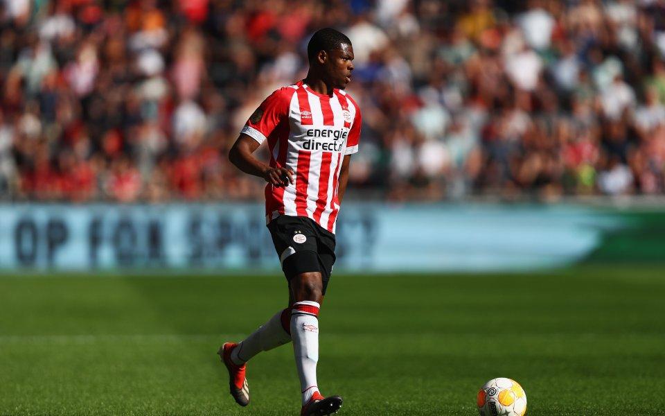 Юнайтед предлага 25 милиона за холандски бранител
