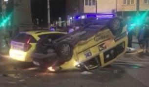<p><strong>Тежка катастрофа</strong> между таксита в София</p>