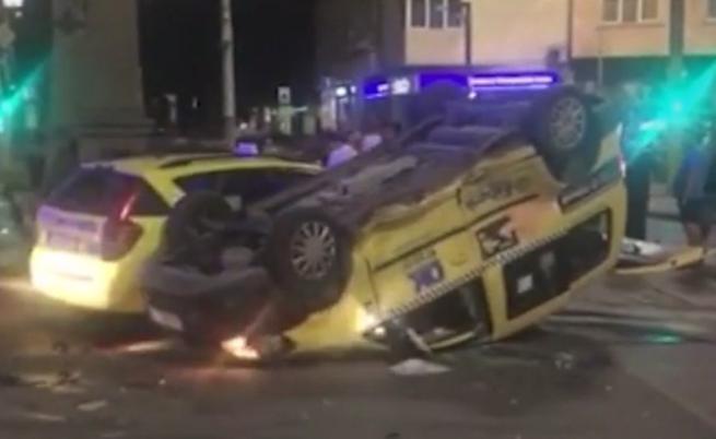 Тежка катастрофа между таксита в София