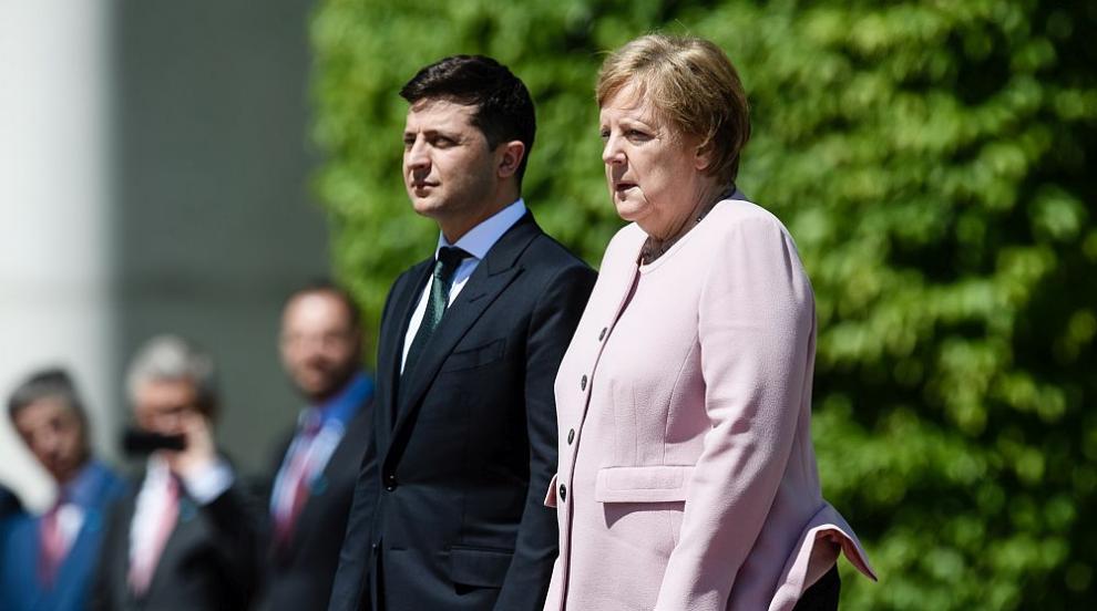 Меркел получи сериозен пристъп по време на официална церемония (ВИДЕО)