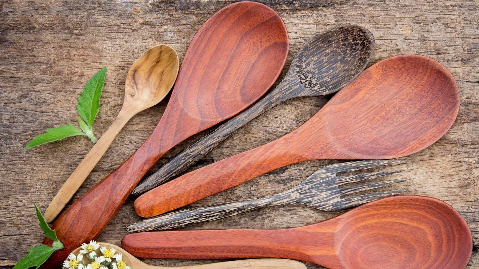 Защо трябва да започнете да готвите само с дървена лъжица