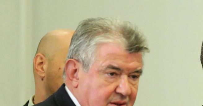 """Изпълнителният директор на """"Национална електрическа компания"""" ЕАД Петър Илиев депозира"""