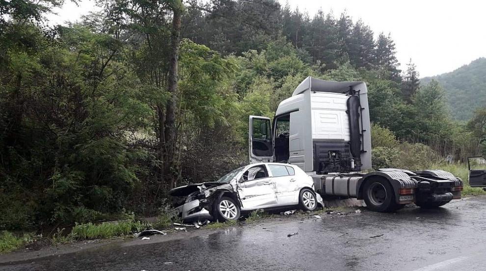 Тежка катастрофа край Разлог взе жертва, има и много ранени (СНИМКИ)