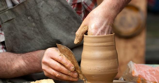 Над 70 майстори демонстрират 22 занаята на Пролетния панаир на