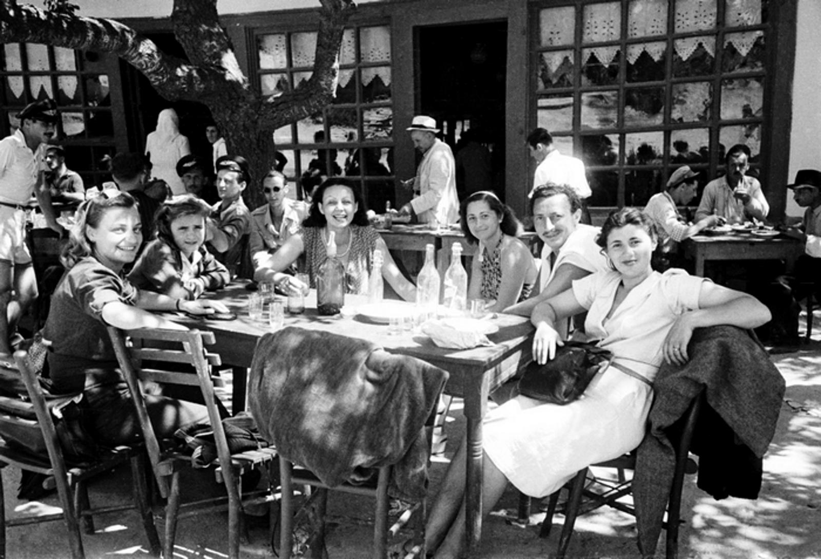 Летовници в Балчик, 1946г. Фотограф: Тодор Славчев