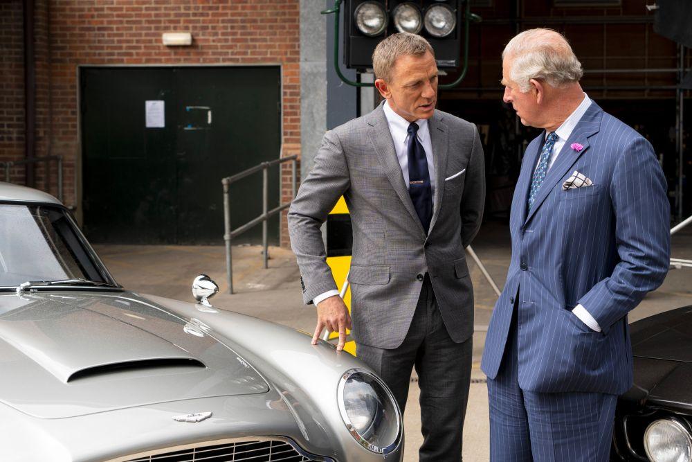Принц Чарлз посети снимачната площадка на 25-ия филм за Джеймс Бонд