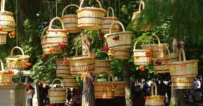 България В Кюстендил отбелязват Празника на черешата От далечни времена