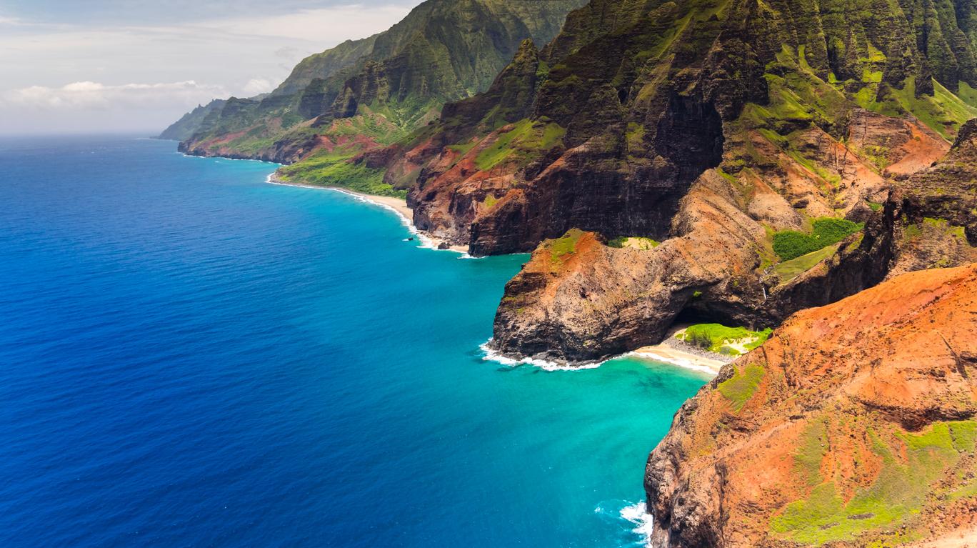 Кауаи е 4-тият по големина и най-старият от Хавайските острови. А плажът му Honopu Beach е един от най-труднодостъпните в света. Затова пък е изключителен.