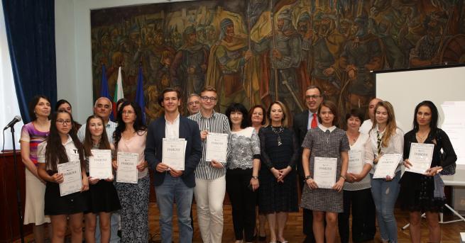 Петър Стоянов по традиция връчи наградите на класиралите се на