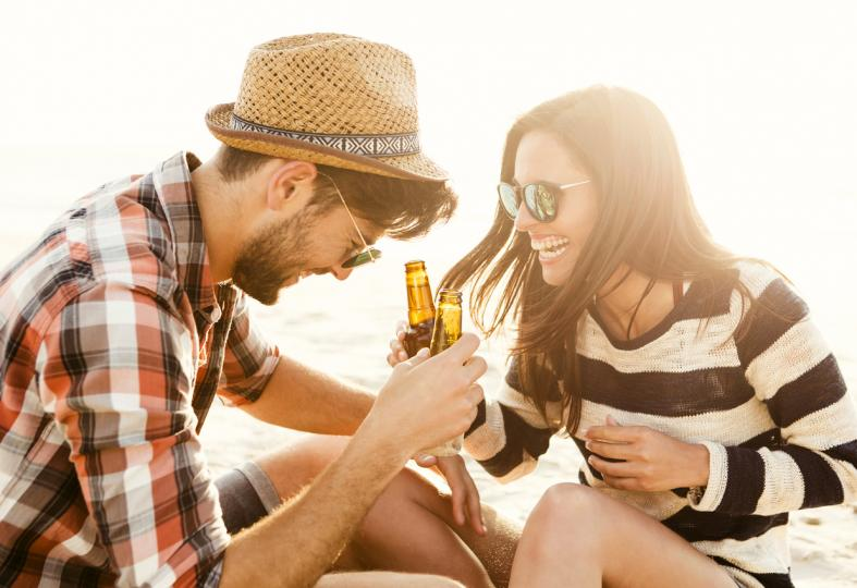 <p>Повечето забрани са стандартни - по плажовете не може да се носи и да се пие алкохол. Тази година Асамблеята (законодателната власт) в&nbsp;<strong>провинция Гоа в Индия</strong>&nbsp;одобри изменение на Закона за туризма. Така вече<strong>&nbsp;консумацията на алкохол, готвенето и изхвърлянето на отпадъци&nbsp;</strong>в туристическите обекти е престъпление. Туристите са заплашени с глоба, а ако не платите,&nbsp;<strong>можете да отидете в затвора.</strong></p>
