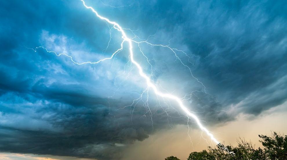 Бури и силни дъждове отнеха живота на трима души в Италия