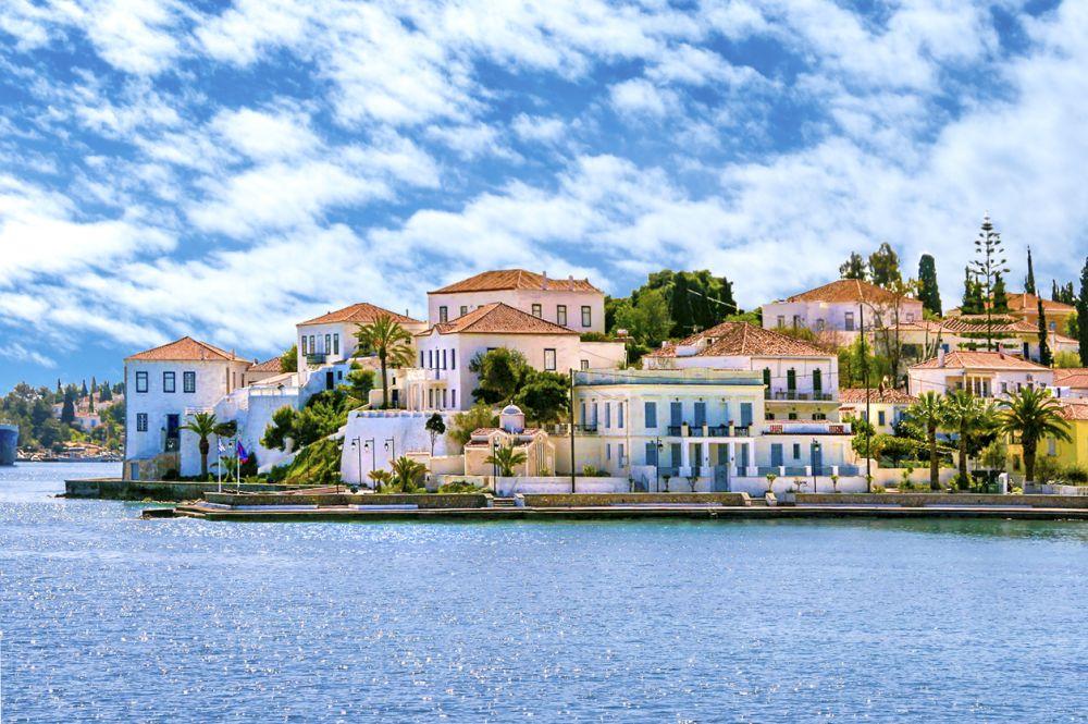 В гръцката столица две нощувки за двама възрастни в хотел три звезди + тристепенно меню, транспорт, карта за пътуване в града и посещение на забележителности и музеи, галерии и атракции могат да излязат средно около 256.51 долара.