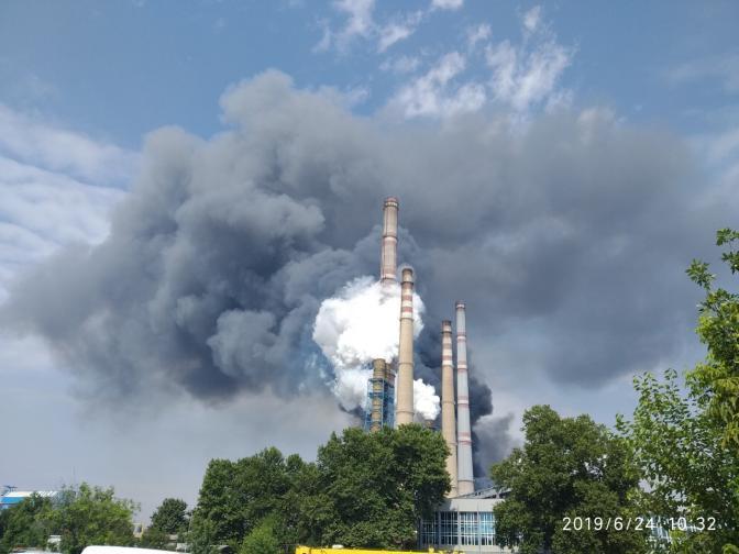 Пламъците изпепелиха комина на сероочистващата инсталация в централата. Пострадали хора няма, властите увериха, че няма опасност от замърсяване на въздуха.