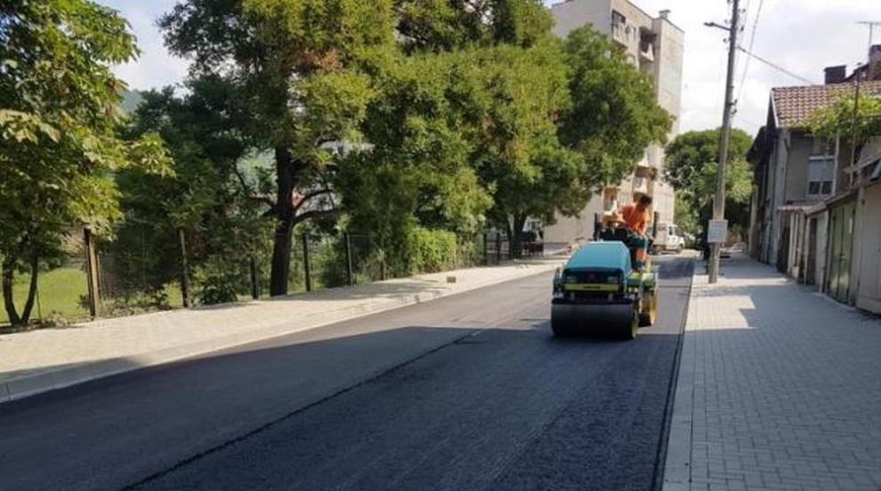 92-годишен мигрант плати ремонта на улица в Монтана (ВИДЕО)