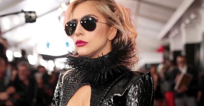 Лейди Гага знае как да привлече внимание. Този път го