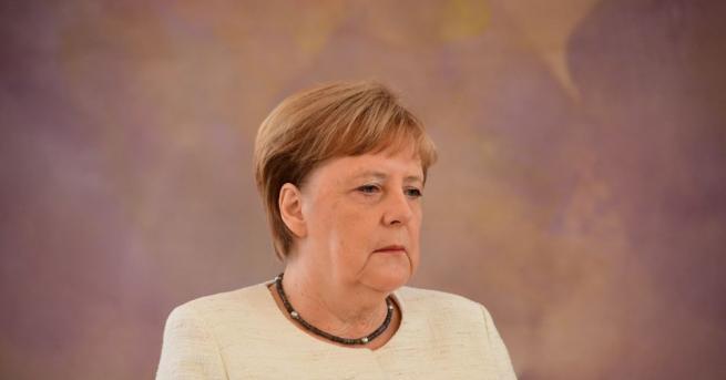 Германската канцлерка Ангела Меркел беше забелязана да трепери до президента