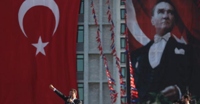 Такова ликуване общинарите в Истанбул не помнят от много години.