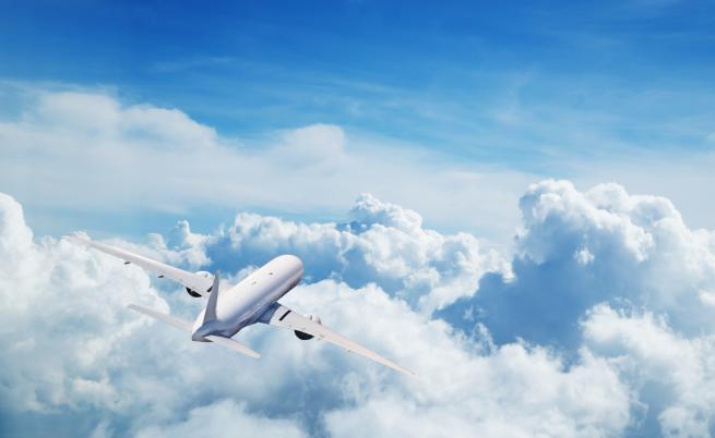 Инверсионните следи на самолетите са по-вредни от СО2