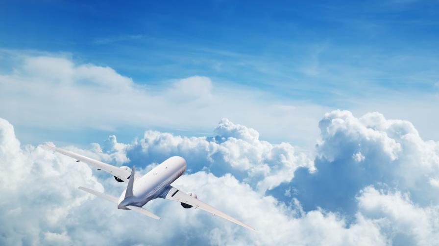 <p>Инверсионните следи на самолетите са <strong>по-вредни от СО2</strong></p>