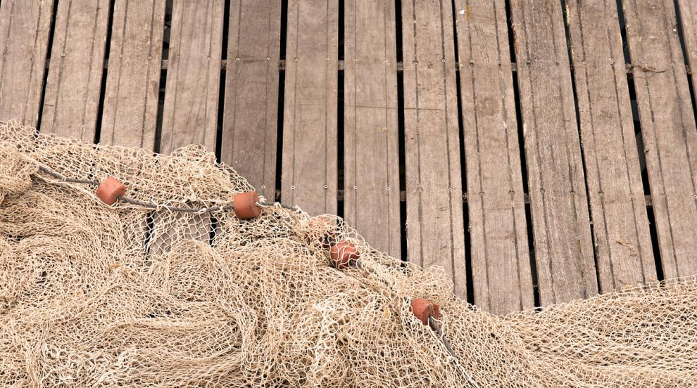 Събраха 40 тона изоставени рибарски мрежи от сметище в Тихия океан