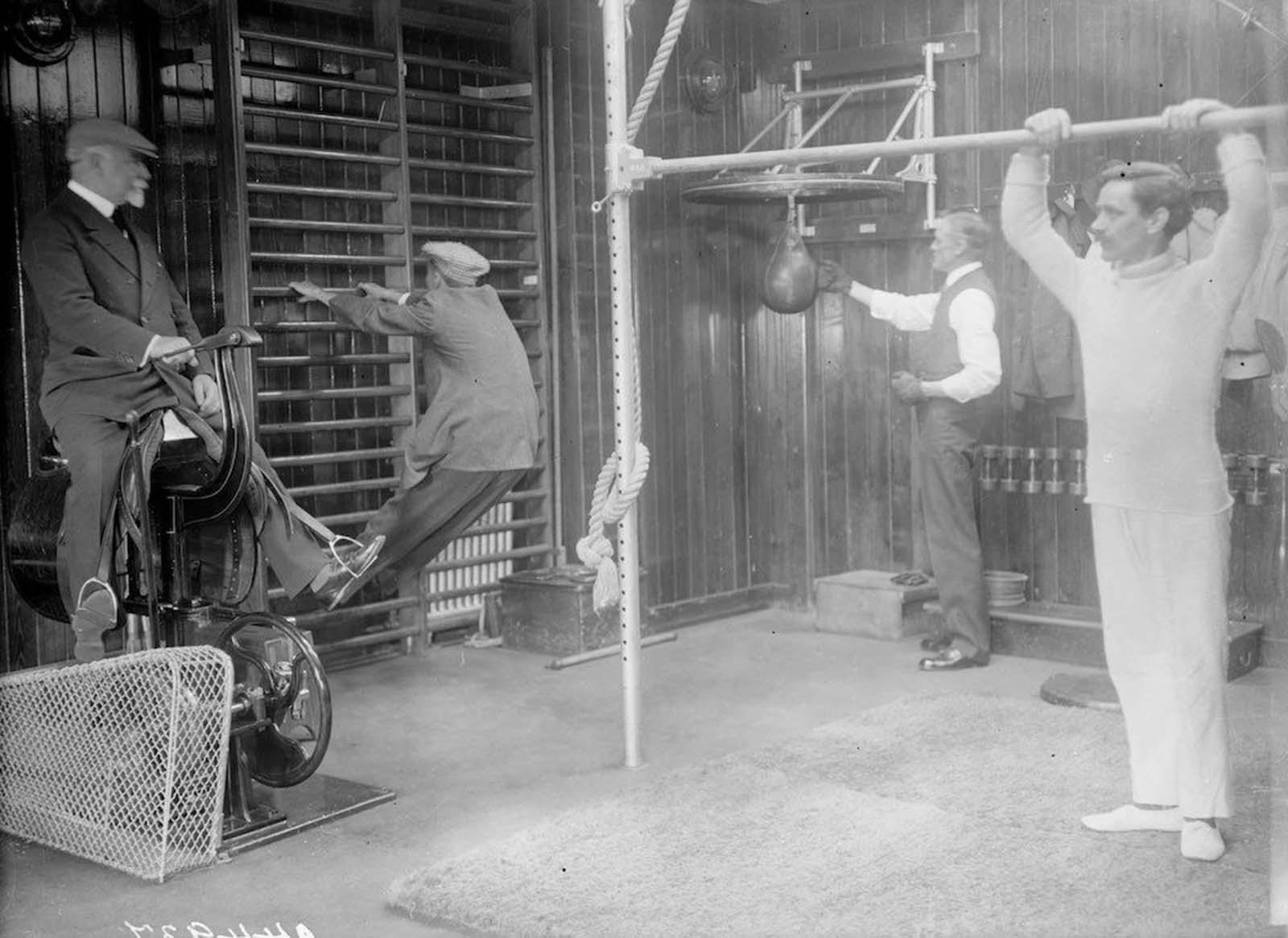 """1912: Лайнерът """"Франкония""""."""