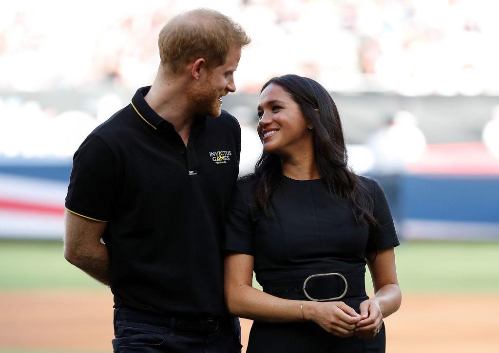 """Херцогът и херцогинята от Съсекс присъстваха на бейзболен мач между """"Янките"""" и бостънския """"Ред Сокс"""" на стадион в Лондон."""