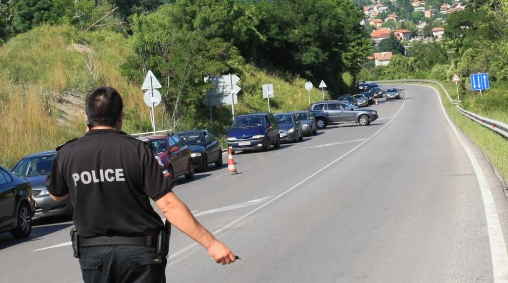 Протест блокира изхода на София през Владая (СНИМКИ)