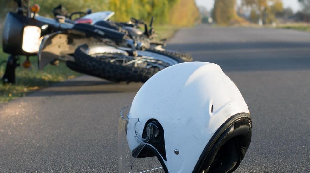 Катастрофа с моторист по пътя Созопол – Приморско, движението е затруднено