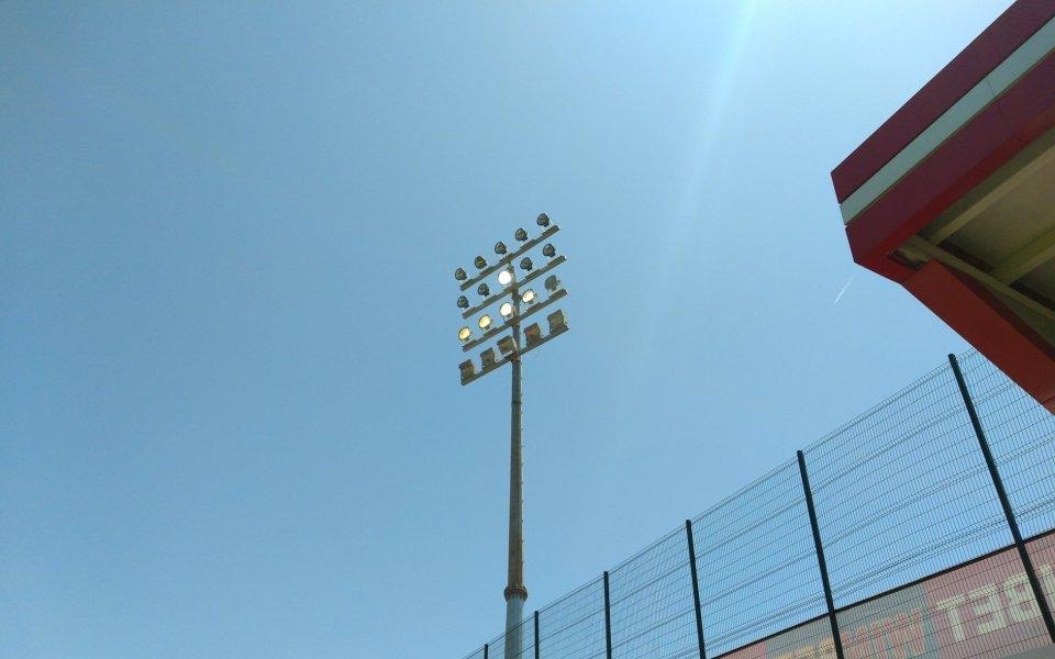 """Осветлението на стадион """"Царско село"""" вече е изградено ще от"""