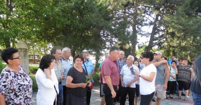 Жители на няколко населени места от Община Гулянци излязоха на