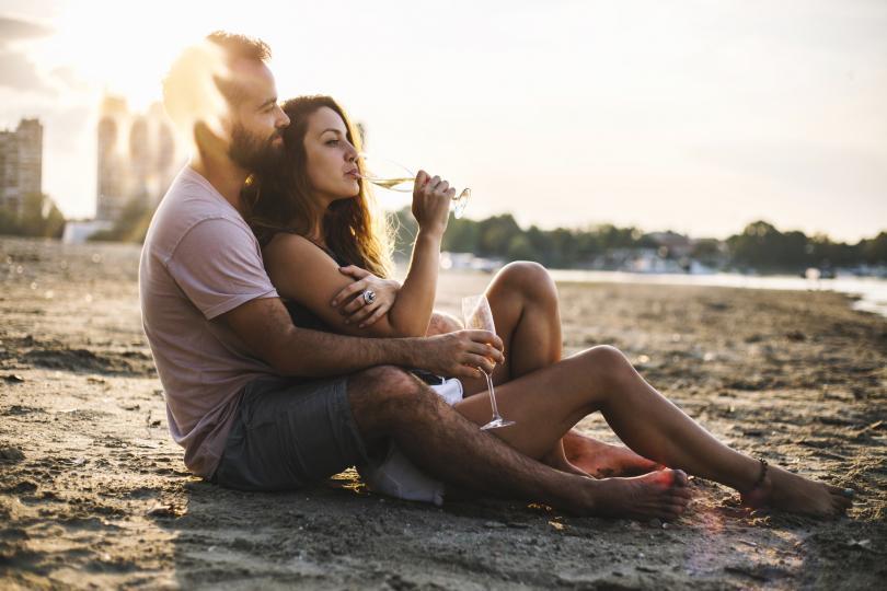 <p>Телец -&nbsp;при вас отдавна има човек, за който копнеете и той най-сетне ще реши да действа и да признае чувствата си. Това ще ви направи най-щастливия човек на земята и ще даде началото на една много стабилна връзка.</p>