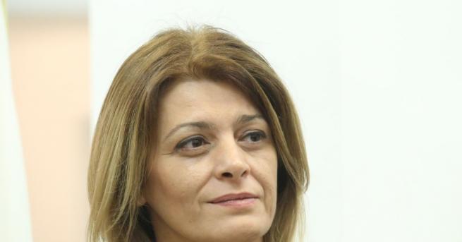 След края на изборния ден съпругата на държавния глава Румен