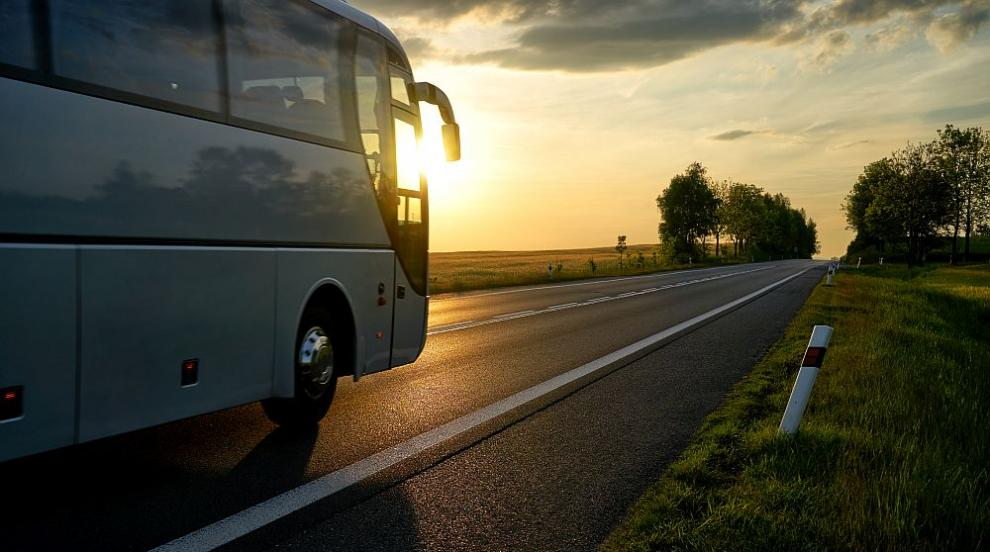 Катастрофа между автобус и три коли по пътя София-Варна, има пострадали...