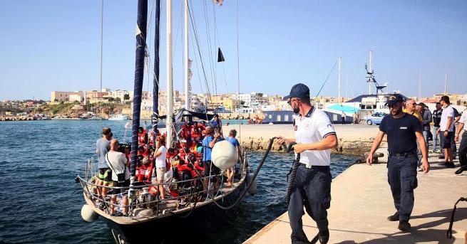 Мигрантите на борда на кораба