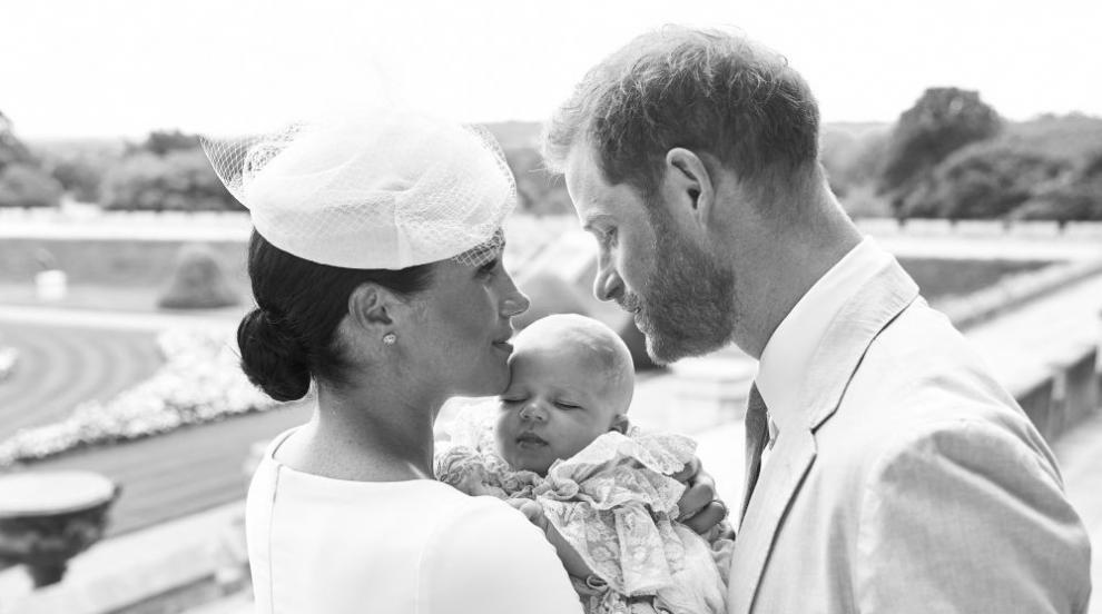 """Кралското бебе Арчи получи плюшена играчка """"Симба"""""""