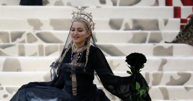 Мадона бе принудена да отложи своето шоу Madame X в