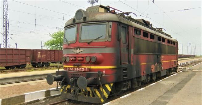 Запалил се е локомотив на пътнически влак Бургас-Сливен, съобщава Няма