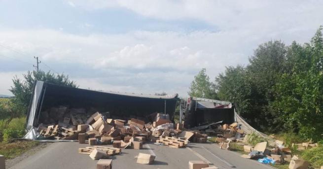 Снимка: Пиян предизвика катастрофа с камион край Смядово