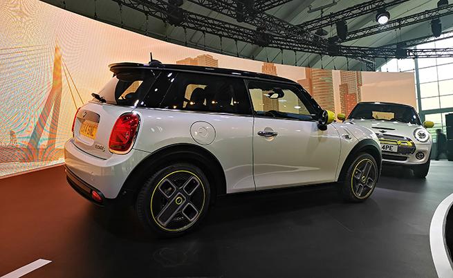Петер Нота наблегна върху факта, че BMW Group и лидер в Европа по продажба на електрифицирани автомобили през 2018 г., макар концернът да има само един (вече два) изцяло електрически модела, като формулата на успеха в сферата за момента се нарича плъг-ин хибрид.