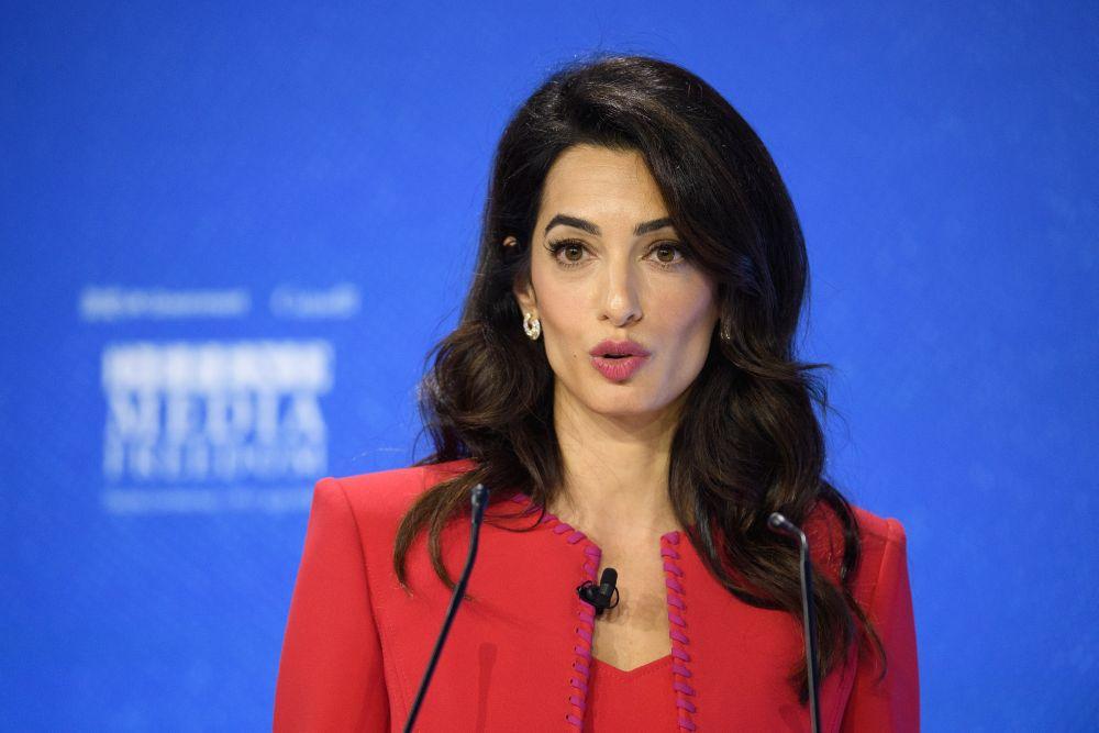 Съпругата на Джордж Клуни емисар на британското правителство по въпросите за свободата на медиите