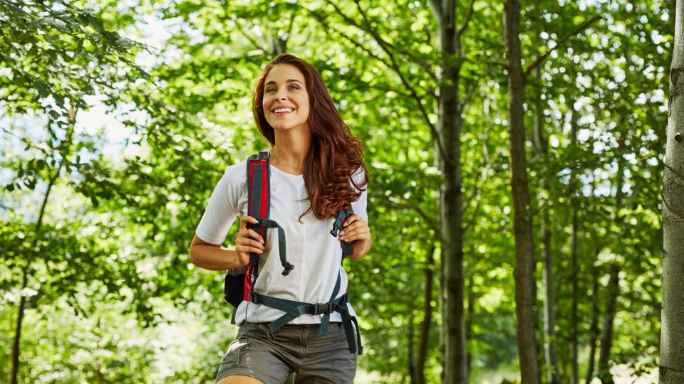 жена пътуване разходка
