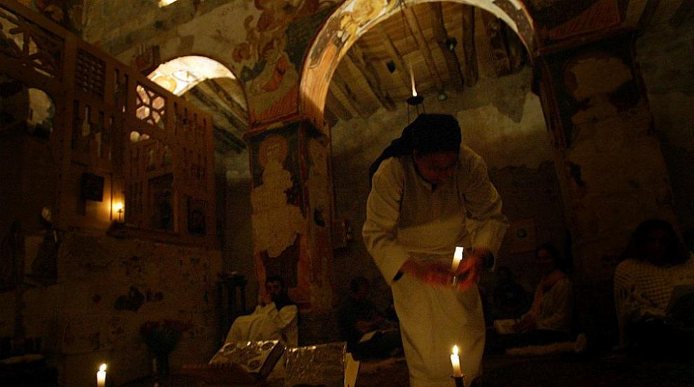 Кола бомба пред православна църква в североизточна Сирия рани 11 човека