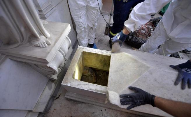 Къде е Емануела и два празни гроба във Ватикана