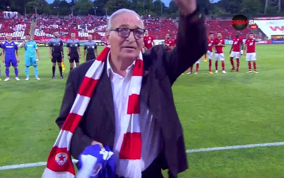 Снимка: Наградиха легендарния Димитър Пенев по случай 74-ия му рожден ден
