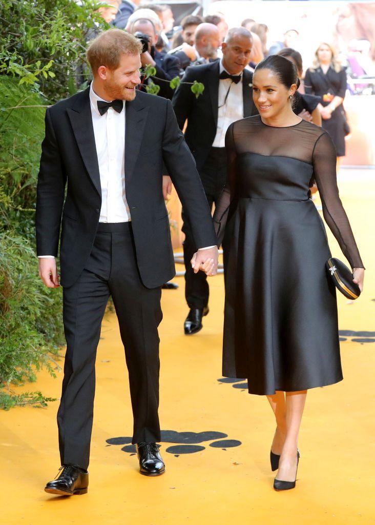 """Очарователни и за ръце: Меган и Хари на премиерата на """"Цар Лъв"""""""